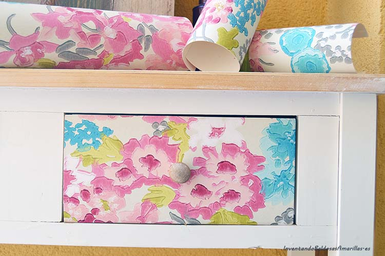 Decorar un mueble con papel pintado handbox craft lovers - Decorar muebles con papel pintado ...