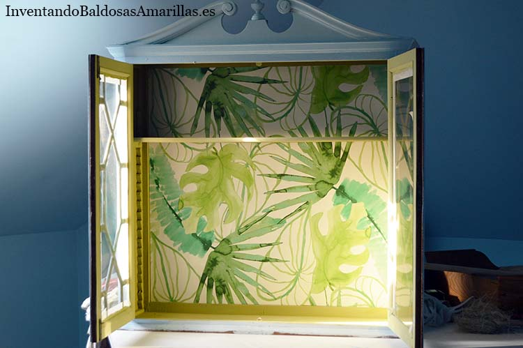 decorar vitrina papel pintado