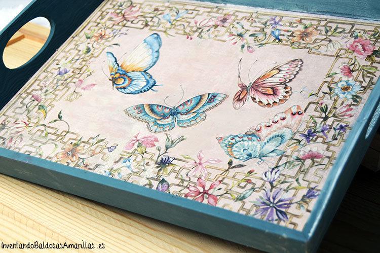 Tutorial decorar una bandeja con servilletas y chalk paint for Decoupage con servilletas en muebles