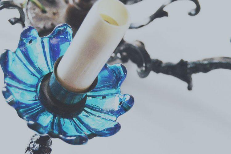 Pintar cristal y metal para reciclar una lámpara antigua
