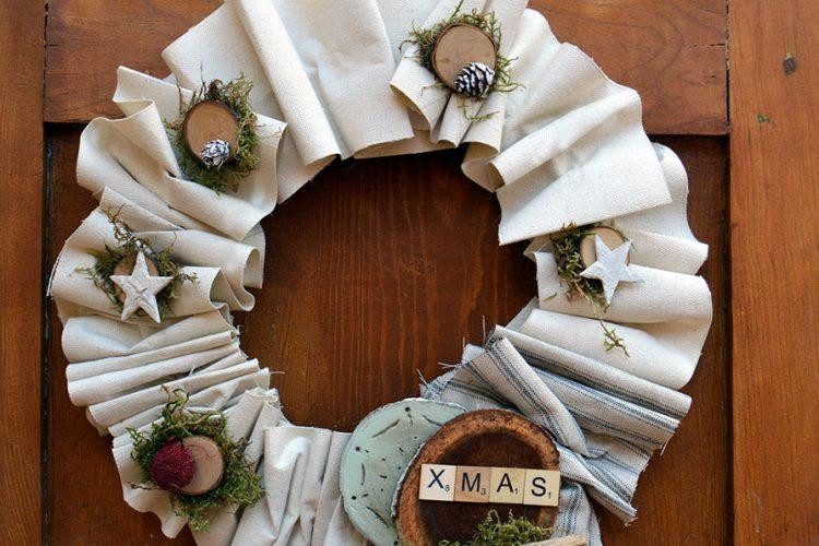 Corona de Navidad con tela reciclada