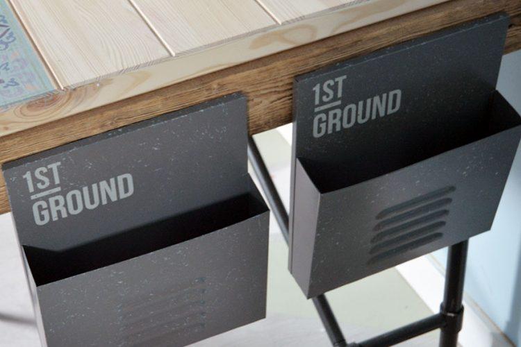 Buzones de metal para nuestro escritorio de madera
