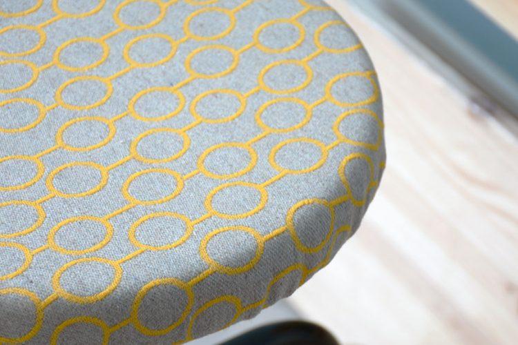 Cómo tapizar un taburete de metal II