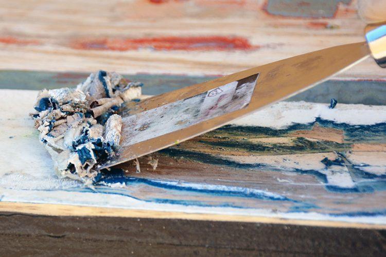 Cómo decapar madera pintada facilmente en casa