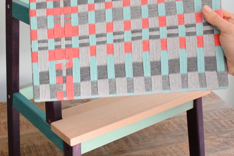 Tejer muebles con cintas de colores